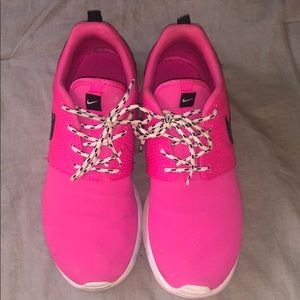 Pink nike Roshe. Lightly worn.